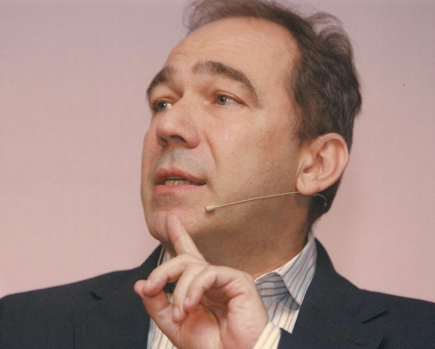 Henrique B Ferraz