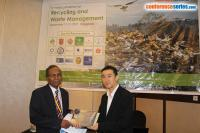 cs/past-gallery/2509/right-augustein-quek-handing-over-the-memento-to-lutfor-rahman-1505908116.jpg